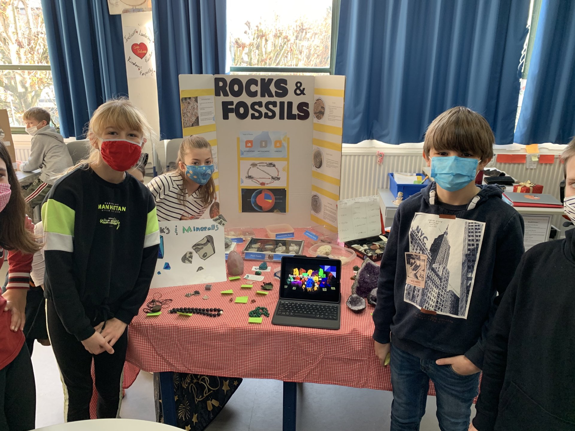 Grade 5 presenting on rocks and fossils