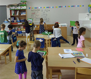 American School of Paris - Lower School students use their tablets